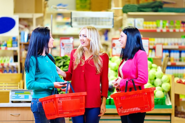 Women Sharing Justine Business Opportunity at grocery store example